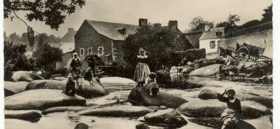 Laveuses au chaos des roches à Pont Aven